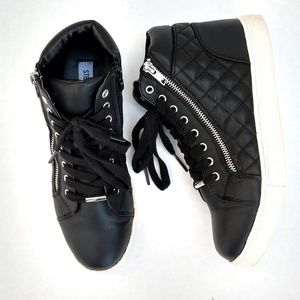 Steve Madden Decaf Quilted High top shoe size 8